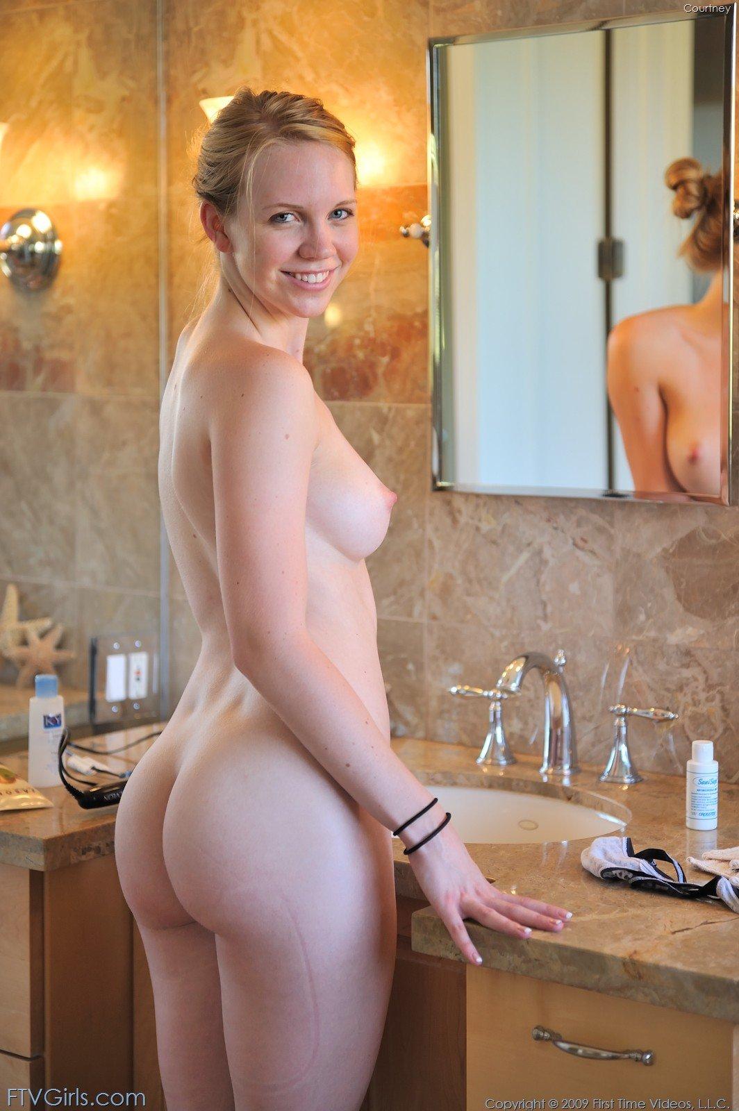 Moonmoon dutta nude ass