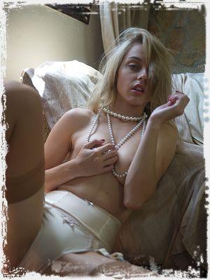 Chloe Toy Nude