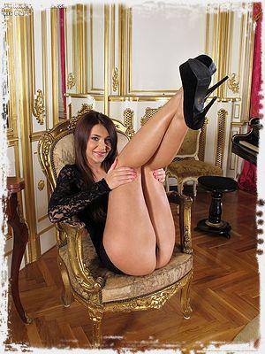 Alexis Brill Sexy
