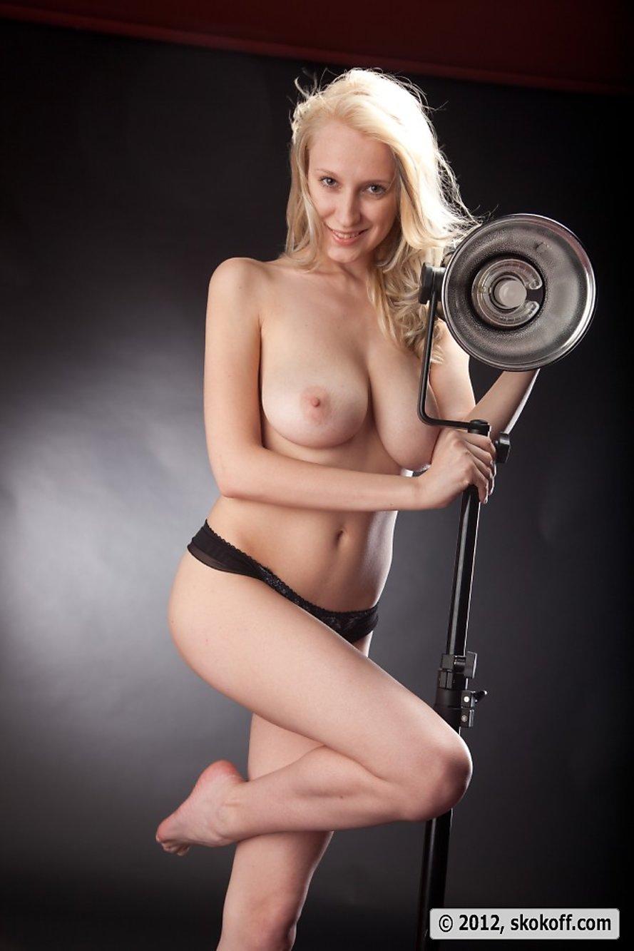 blonde erotic masterpiece photography