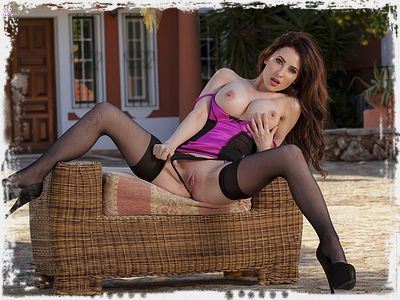 Layla Summers Erotic Pic