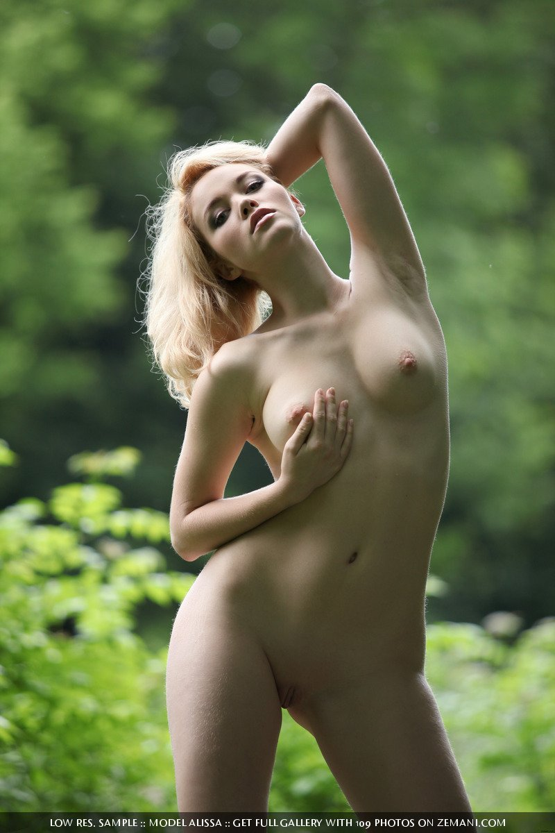 green forest the naked Alissa in girl